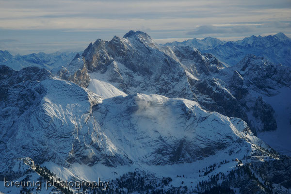 pleasure panorama flight VIII: dreitorspitze and schachen castle (lower right)