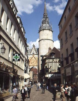 Der Uhrturm von Auxerre