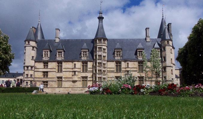 Nevers-Château