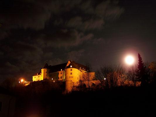 Le château fort en pleine nuit
