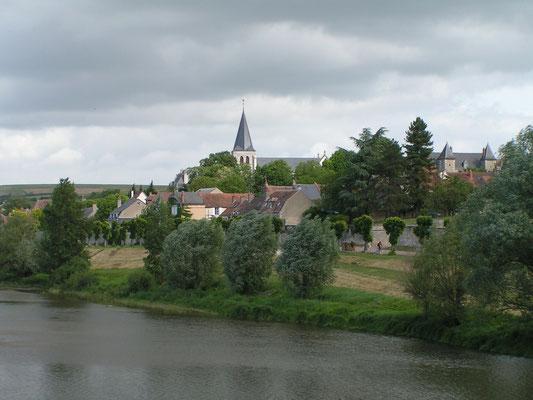 Pouilly von der Loire-Brücke aus gesehen