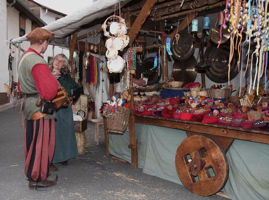 La vie médiévale dans les rues de la ville