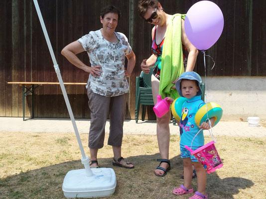 Ebenfalls dabei: Grossmutter Karin Aeschlimann mit Enkelin