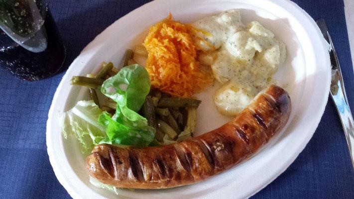 Auch die erstmals eingeladenen Angehörigen schätzten das Mittagessen mit Dessert.