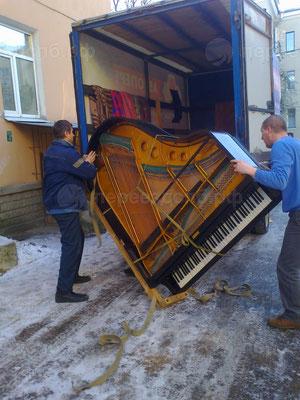 Доставка рояля
