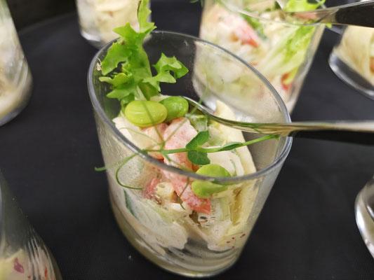 Shrimps mit Petersilienwurzel, Granny Smith, Edamame, Mandelstifte