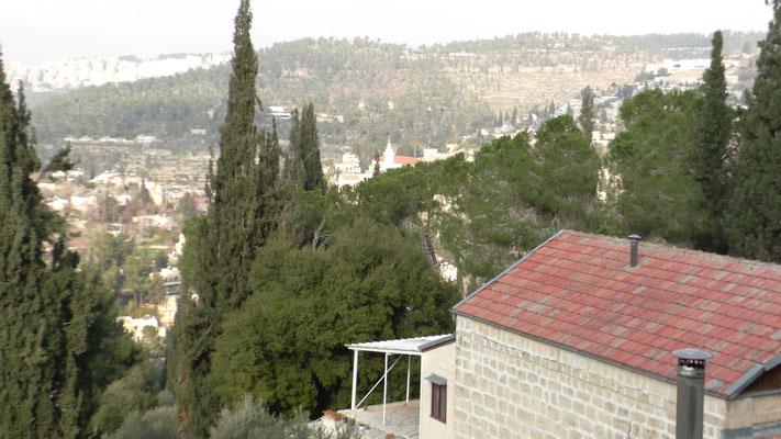 Вид горной местности из монастырского двора