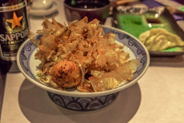 Takoyaki-Bällchen bestreut mit Bonino-Flocken