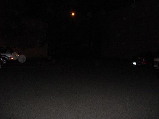 Arrière-cour du pénitencier (la luminosité d'arrières plan est un lampadaire)