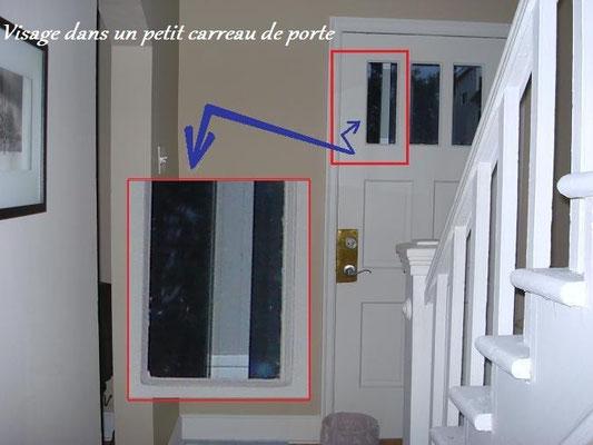 On semble apercevoir un homme d'époque sur cette photo ! La barre blanche que l'on voit à ses côtés est une partie du cadrage extérieur de la porte d'aluminium. (Voyez les trois prochaines photos en gros plan)
