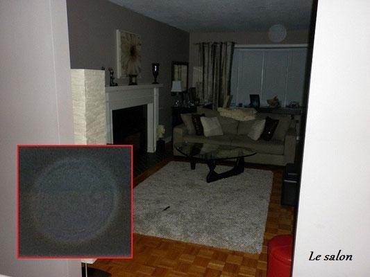 Un orbe blanc dans le salon