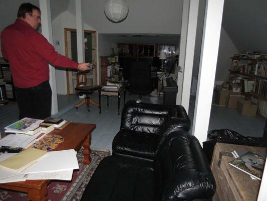Luc-Étienne au 3e étages avec le détecteur ''Mel''