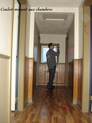 C'est dans ce couloir et les chambres du deuxième étages, que Michel et Kevin ressenti un grand nombre de présences. Une vingtaine d'Orbes en mouvement ont également été enregistré sur bande vidéo. (Voir la vidéo dans cette même page)