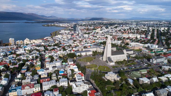 Reykjavik, Hallgrims Church (drone)