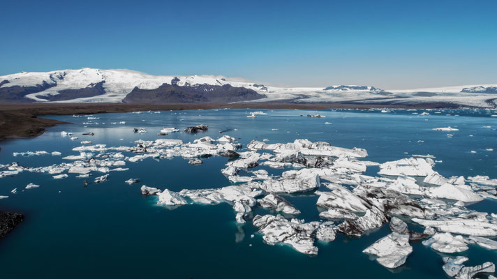 Glacier lagoon Jökulsárlón (drone)