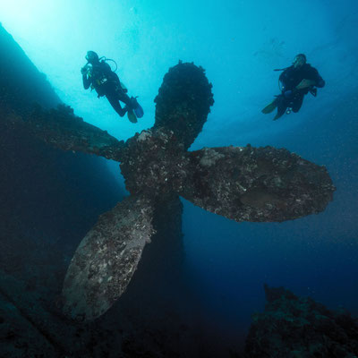 Divers at the propeller of the Umbria wreck