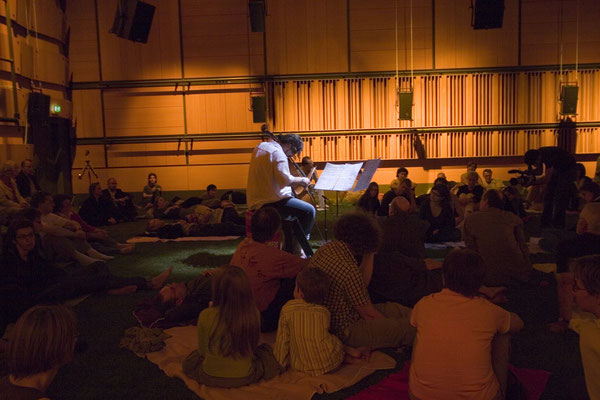 Öffnung der Sequenza / szenisches Konzert / Regie - Sebastian K König, Christian Grammel / ZKM Karlsruhe / mit Stipendiaten der Internationalen Ensemble Modern Akademie