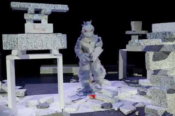 Box Solution / KOIKATE / Bespielte Raum-Installation / Regie - Sebastian K König / Treibstoff Festival 2013 / Theater Roxy Basel