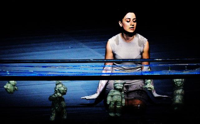 Ich bin Viele - Die kleine Meerjungfrau / KOIKATE / Performance - Popkonzert - Figurentheater / Regie - Sebastian K König / Schwindelfrei Festival 2012 / Mannheim - Stuttgart / Fotograf - Gerold Meppelink