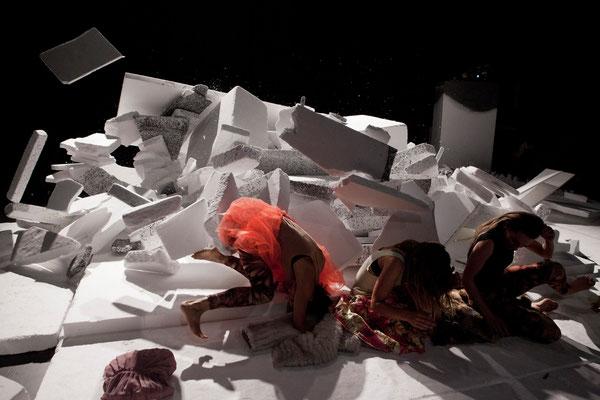 Box Solution / KOIKATE / Bespielte Raum-Installation / Regie - Sebastian K König / Treibstoff Festival 2013 / Theater Roxy Basel / Fotografin - Miriam Kuenzli