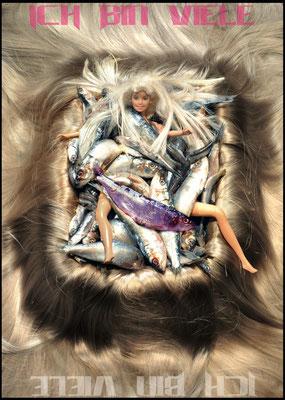 Ich bin Viele - Die kleine Meerjungfrau / KOIKATE / Performance - Popkonzert - Figurentheater / Regie - Sebastian K König / Postkarte © KOIKATE
