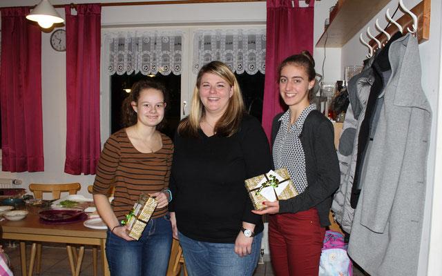 Trainerin Conni mit Nachwuchstrainerinnen Anna und Melanie
