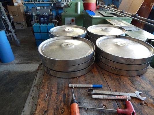 Le parti metalliche delle ruote sono quì completate e assemblate