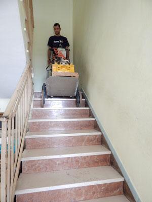 Levigatrice per Parquet che sale le scale con il Master 180 TCS/Elviotrolley , foto3