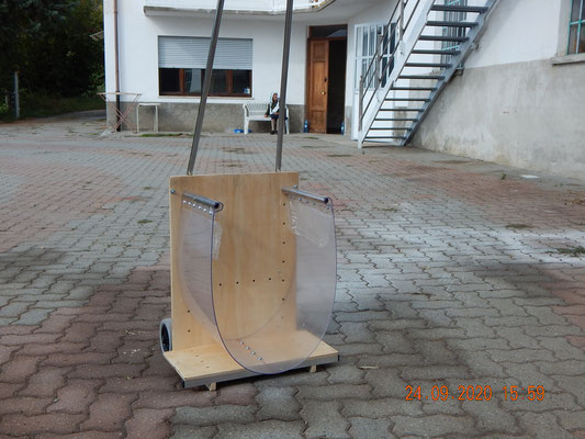 il nuovo saliscale domestico Dondoino  per il trasporto della legna in casa
