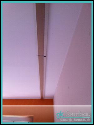 Lichvoute selber bauen: Schritt 1 - Schattenfuge an die Decke anbringen.