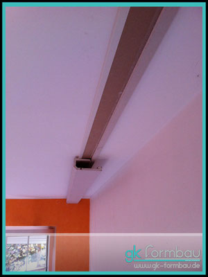 Lichvoute selber bauen: Schritt 2 - Lichtvoute an der Schattenfuge anbringen.