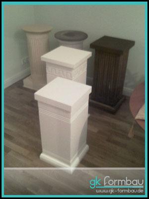 Diverse Säulen in verschiedenen Designs