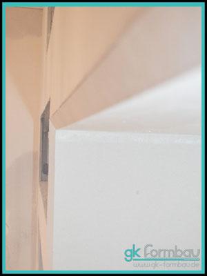 Einbaukasten mit abgeschrägter Kante für TV in Trockenbauwand
