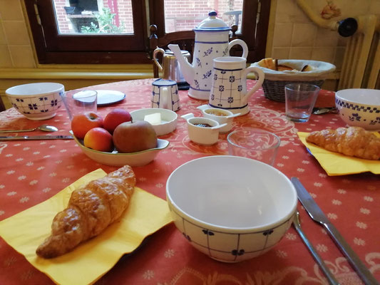 Service en faïence de Ponchon pour le petit déjeuner
