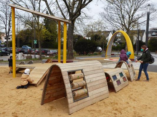 Spielhaus mit Rampe