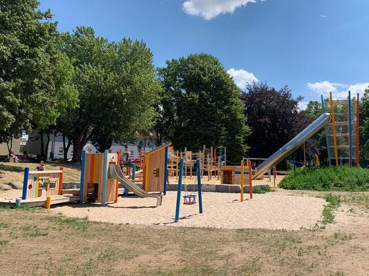 Gesamtansicht Spielplatz Franz Lenze Platz
