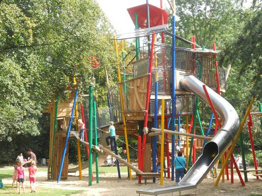 Abenteuerturm groß mit Röhrenrutsche