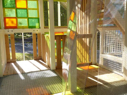 farbiges Makrolon mit Lichtspielen in der zweiten Ebene