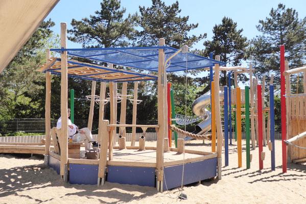 inklusiver Pavillon mit Sandaufzug unterfahrbar