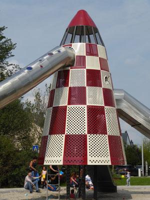 Rakete mit Einstieg, Ausguck, Röhrenrutsche Wellenrutsche