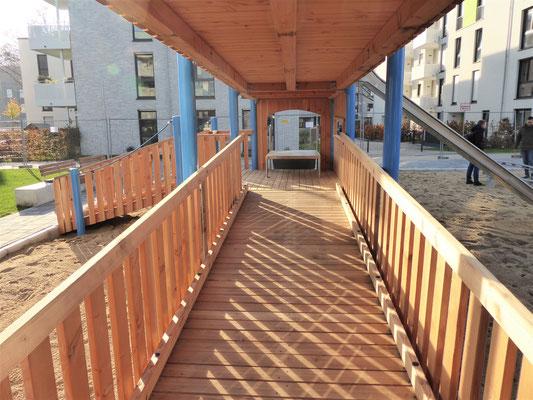 Zugang zur barrierefreien Rutsche