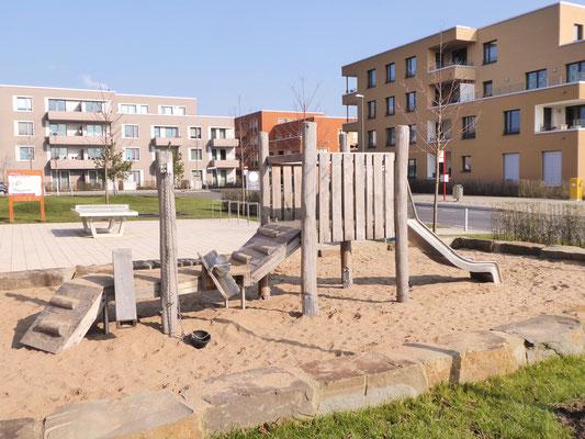 Sandbaustelle mit Krabbelsteg, Schütte in Edekstahl, Sandaufzug und Minirutsche