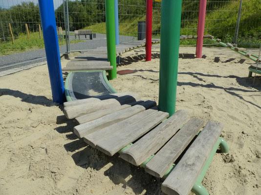 bewegter Steg für kleine Kinder, Pfosten Stahl