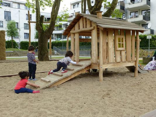 Spielhaus Spinne mit Minirutsche, Rampe