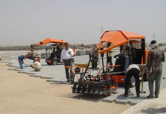 Colocación de adoquines en el puerto de Irán