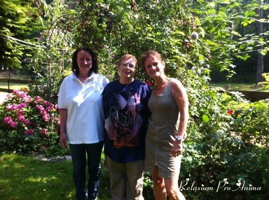Sabine, Claudia, Melli vor Beginn des Reiki 1 - Kurses