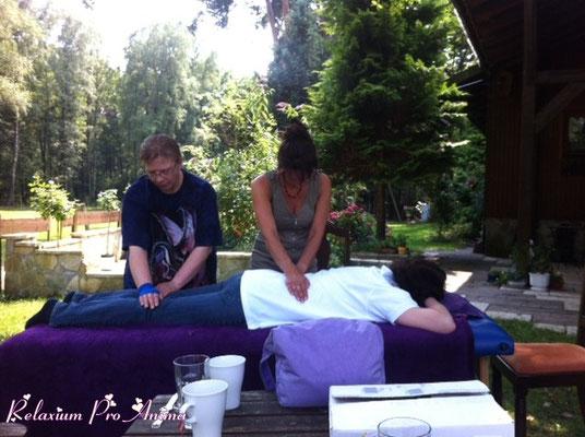 Nach der Einweihung - Sabine wird behandelt (Rückseite)