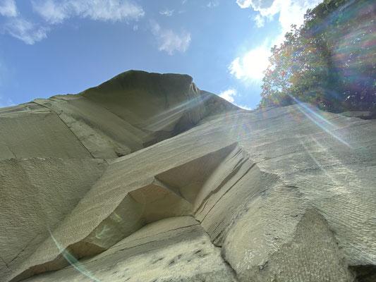 Marina Stalder:Ja, es ist sehr spannend, mehr über die Geschichte des Sandsteins in der Region Bern zu erfahren, merci vielmals für den tollen Lehrpfad!
