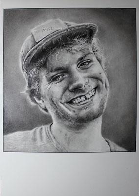 Mac Demarco (nach einer Photographie Piper Fergusons), 30x42cm, Graphit, Kohle, Bleistifte & Tusche auf Zeichenkarton, 2018