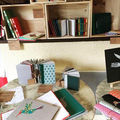 """dépôt des créations del'atelier idéephémère: reliure et sacatou """"La mie de pain"""", 2 rue la Poste 64800 Nay"""